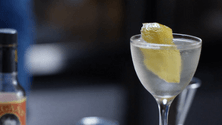 How to garnish cocktails