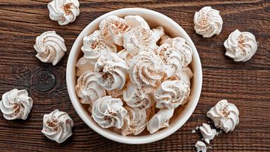 Making Swiss meringue