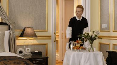 Delivering a room service order
