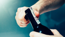 How to open and serve a bottle of wine